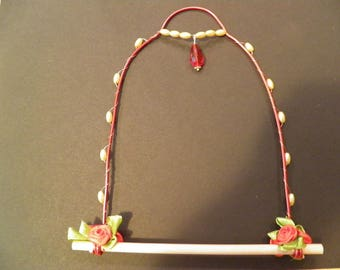 Red and Off-White Hummingbird Swing Perch