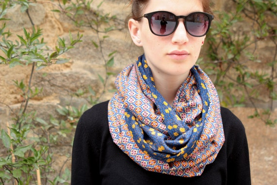 Stole-shawl, scarf with flowers and small Motifs Baroque Cache shoulder ethnic Choker