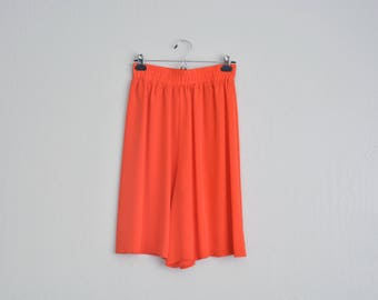 Size M/L // ORANGE RAYON SHORTS // Fire Red-Orange - Bright Color - Flowy Culottes - High Waist - Elasticated - Vintage '80s.