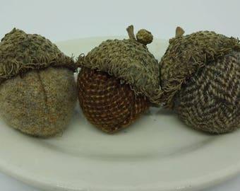 Set of 3 Wool Acorns