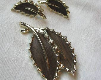Vintage Wooded Beauty Leaf shaped pin clip back earring set by Sarah Coventry