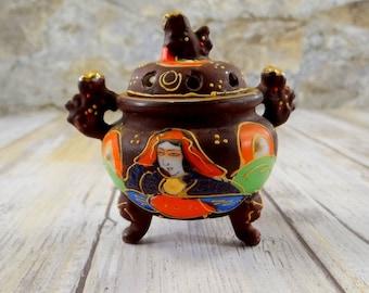Japanese Satsuma Moriage Incense Pot, Moriyama Mori-Machi, Hand Painted Porcelain, 1920s