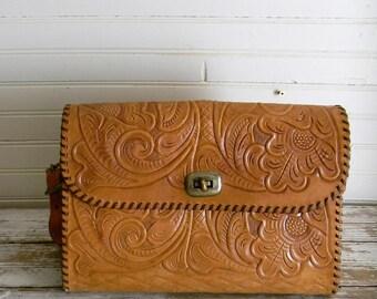 Tooled Leather Purse, Vintage Tooled Leather Shoulder Bag, Saddle Leather Bag, Western Style Purse, 1970s Tooled Leather Bag, Saddle Leather