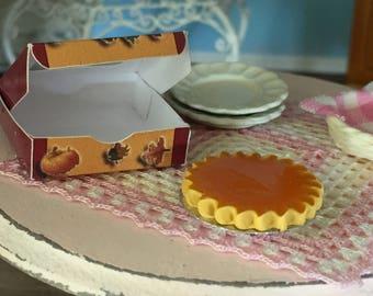 Miniature Pumpkin Pie with Window Box, Dollhouse Miniature, 1:12 Scale, Dollhouse Food, Mini Food, Dollhouse Accessory, Decor