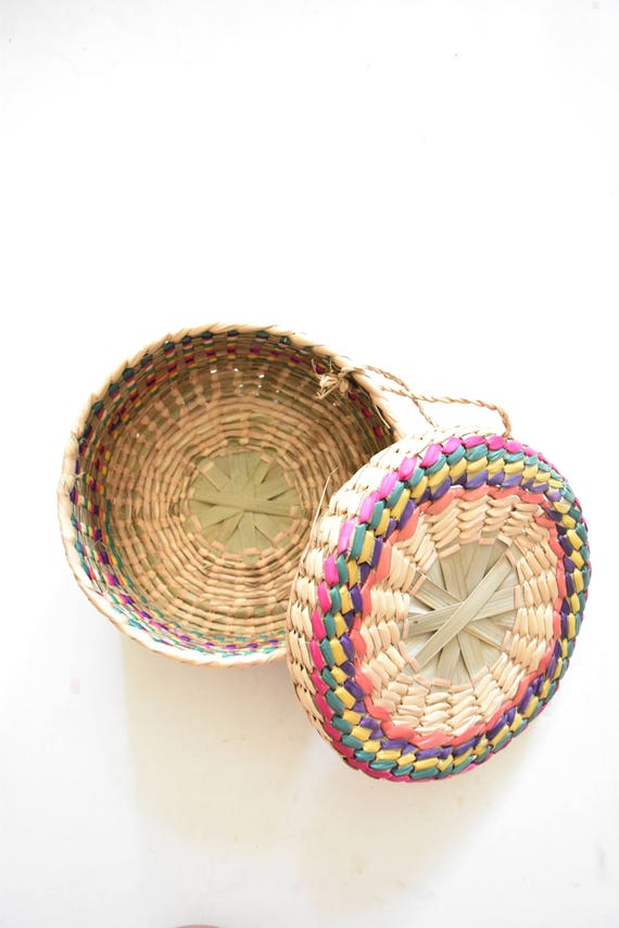 vintage decorative colorful woven straw basket with lid / gift boxes / trinket box / favor box / christmas gift box