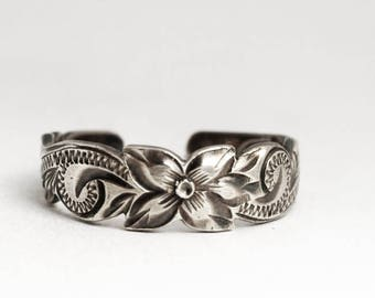 Stunning Vintage Sterling Silver Floral Toe Ring, Flower Toe Ring, Bright Cut Ring, Unique Sterling Silver Gift for Her, Size 3 4 5 (V6951)