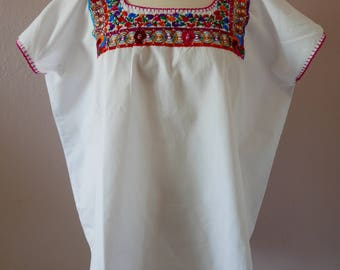 "Mexican embroidered blouse on cotton Oaxaca San Antonino -  dishilado flowers dancers boho resort Frida Kahlo 26 1/2""W  x 27 1/2 LARGE"
