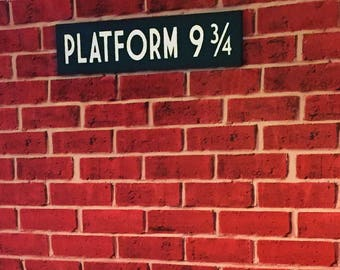Platform 9 3/4 - Hogwarts Express - Harry Potter - Wooden Sign