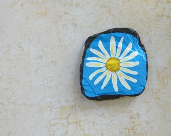 Daisy Magnet, Flower Magnet, Floral Slate Magnet, Hand Painted Daisy Flower, Decorative Slate, Kitchen Magnet, Hippie Style Flower