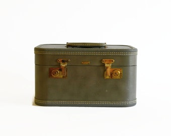 vintage gray train makeup case 1940s 1950s Mendel luggage