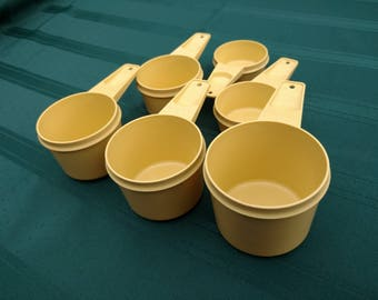 Vintage Tupperware Measuring Cups - full set of 6
