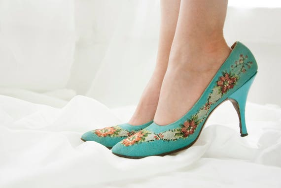 Vintage turquoise floral 1950s shoes, Saks Fifth Avenue heels, closed-toe formal blue pin-up, 7 7.5