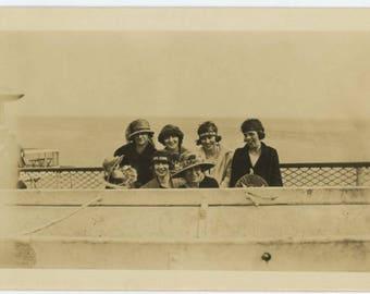 "Funny Seaside Souvenir Hats ""Kiss Me Dearie"" & ""Pipe Down:"" Women at Seaside, c1920s Vintage Photo Snapshot (77592)"