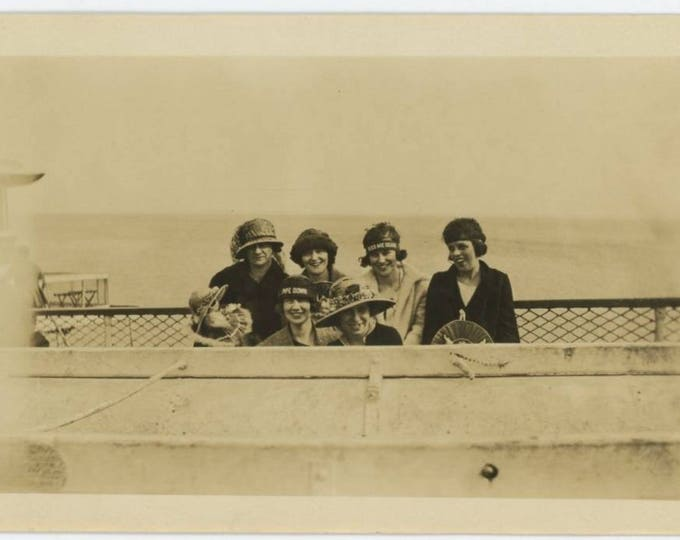 "Funny Seaside Souvenir Hats ""Kiss Me Dearie"" & ""Pipe Down:"" Women at Seaside, c1920s Vintage Photo Snapshot (77592)"