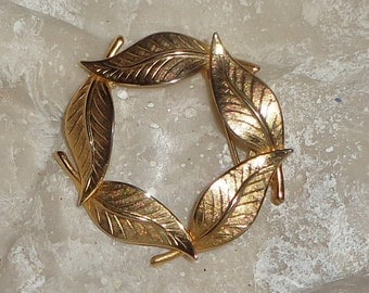 Gold Circle Wreath Style Leaf Brooch, Harvest Jewelry, Autumn Jewelry, Fall Fashion**