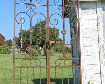 French Style Wrought Iron Center Divide Entry Gate