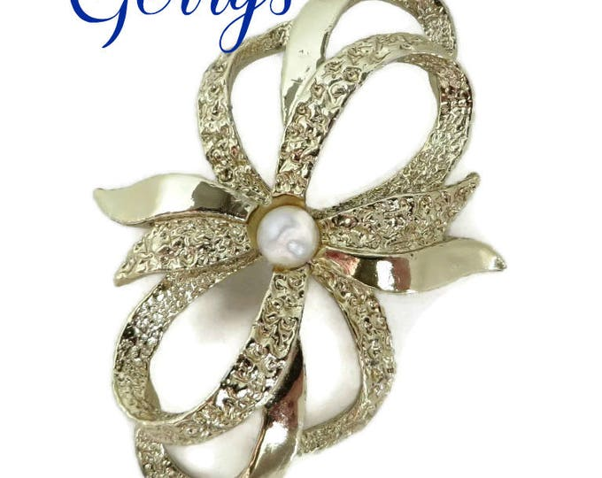 Gerrys Brooch - Vintage Bow Brooch, Pebbly Gold Tone Pin, Gift for Her, FREE SHIPPING
