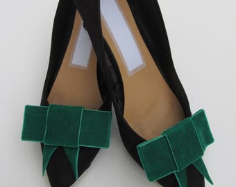 Green bow shoe clips, shoes, clips, weddings, accessories, wedding accessories, bows, wedding shoes, shoes.