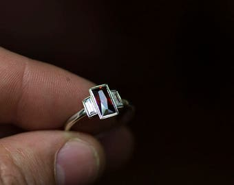 Garnet baguette Gold ring,  Gold Baguette Ring, Garnet, Garnet Jewelry, January Birthstone Ring, Red Garnet Ring, Garnet Wedding Band