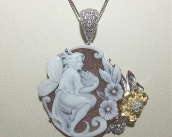 Rhodium plated and gilded silver pendant with cameo