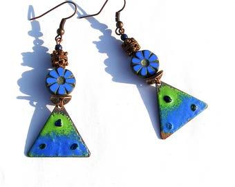 Boucles d'oreilles émaillées sur cuivre, vert bleu boho chic bijou émail fleur verre tchèque bohème rustique gipsy gypsy émaux ooak unique