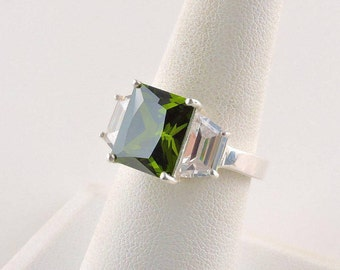 Size 7.5 Sterling Silver 5ct Green Radiant Cubic Zirconia Ring With 2 - 1ct Cubic Side Stones 7cttw