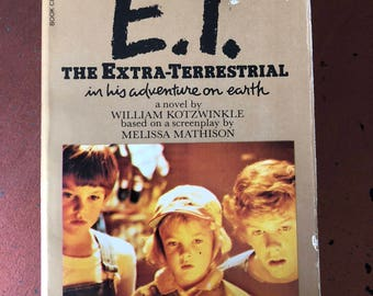 E.T. The Extra-Terrestrial - Vintage Sci-Fi Book - 1982