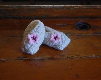 "Crochet baby ""kimono"" style wrap bootie"