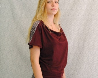 T -Shirt short sleeve Reversible, two-colored : pattern and plain bordeau jersey cotton and viscose .