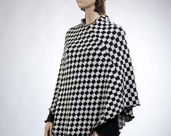 Jacquardknitted poncho with separate collar (not in picture) Black/White