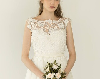Ivory lace sweatheart A-line tulle wedding dress  / Ebony