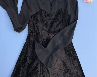 Vintage 90's Faux Sweetheart High Neckline Collar Black Crushed Velvet Dress with Buttons Size X-Small/Small