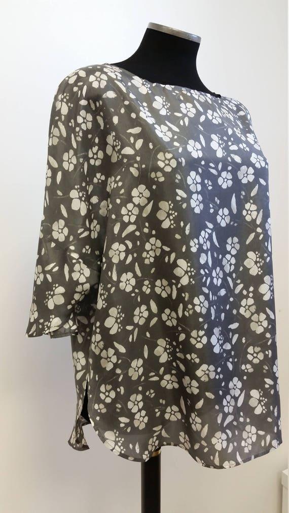 Tunique manches 3/4, pure soie, imprimé à fleurs gris et écru, taille unique, Christine Mercier designer