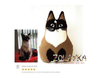 Crochet personalized cat portrait, memorial gift, crochet cat pillow, custom pillow, stuffy cat doll, cat accent pillow cat lover custom pet
