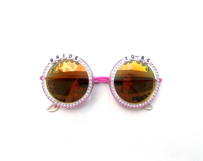 Bride To Be decorated sunglasses, funky sunglasses perfect for a bachelorette party or bachelorette weekend
