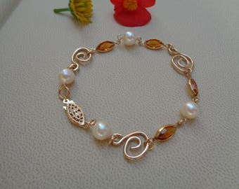 Gold Bracelet, 585 gold filled, Akoya pearls with Crystal, very classy!