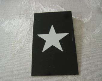 Vintage Sign Board Star 2 1/2 Inches By 1 1/2 Inches