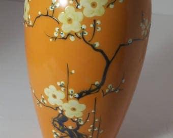 Mitsu-Boshi China-Ware vase