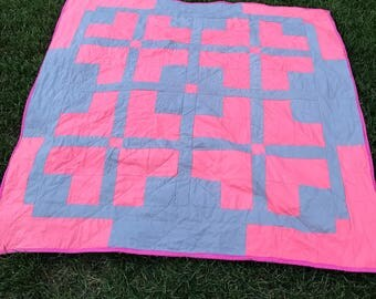 Modern throw quilt, two-tone