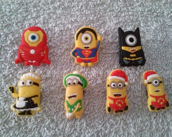 Lot 7 jibbitz Minions (badges for fangs)