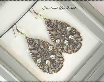 These filigree earrings bronze Teardrop with green and Pearl rhinestone