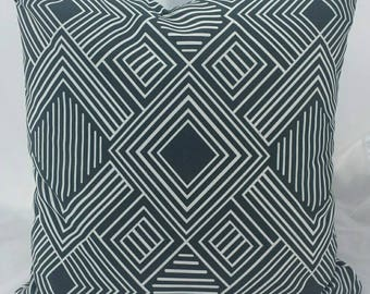 Indoor/Outdoor Charcoal White Maze cushion Cover