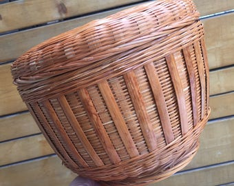 Mid century honey coloured wicker sewing basket with lid.  7 inch high Round wicker basket with lid. Lidded wicker storage basket.