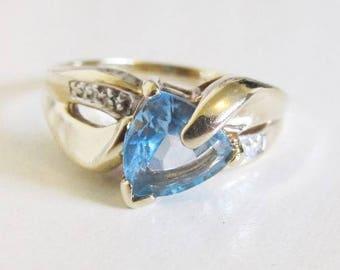 Estate 10k Yellow Gold Trillion Blue Topaz Diamond Accent Ring