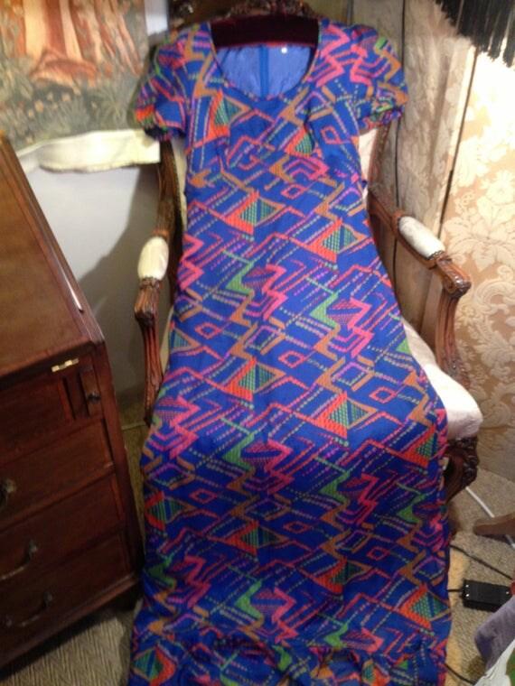 70's op art lined long maxi dress. 34 bustx60 lgth. Good