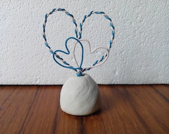 """brand room, or """"hearts"""" sculpted in clay and copper wire photo holder"""