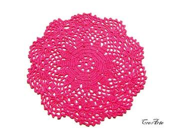 Small Hot Pink crochet doily or coaster, centrino piccolo o sottobicchiere fucsia all'uncinetto