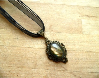 the dreamy Ysera pendant, Labradorite.