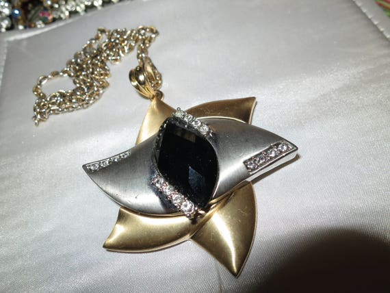Charming vintage gold the silver tone rhinestone star pendant necklace