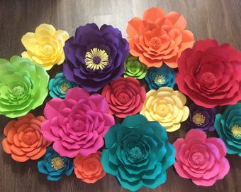 Set of 18 paper flower set